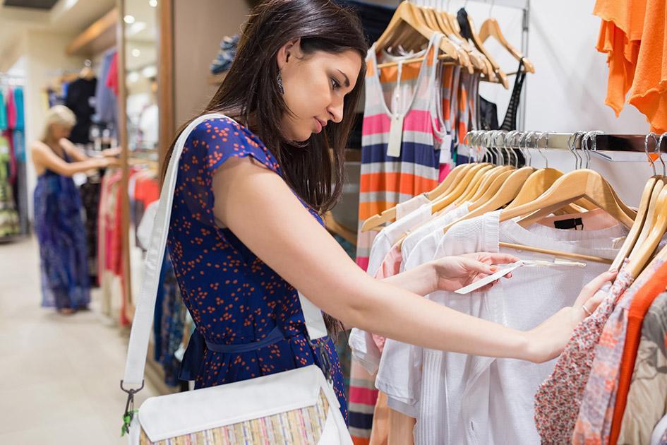 картинки людей в магазине одежды бывают