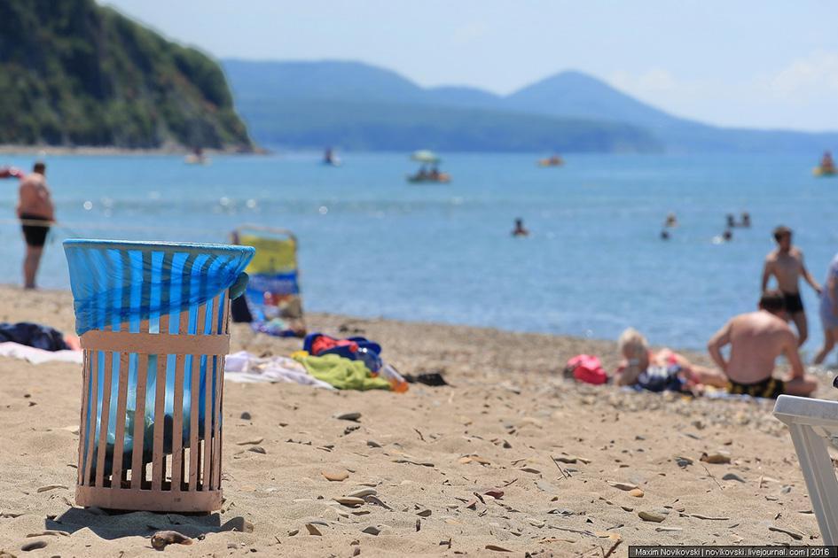 На пляжах Сочи поставят урны