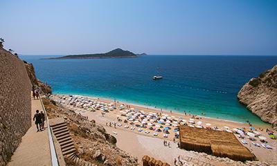 Турецкий Капуташ и тайский пляж в заливе Майя-бэй признаны лучшими