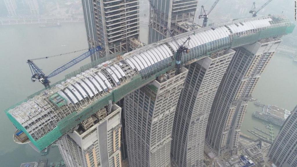 Китай завершает строительство «горизонтального небоскреба» /