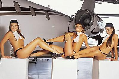 Голые стюардессы спасают авиакомпанию