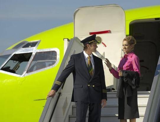 Стюардесса забеременела от пилота по программе авиакомпании
