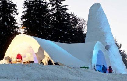 В Баварии открыли церковь изо льда и снега