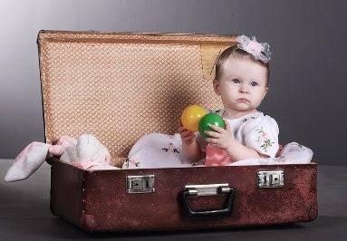 Туристы хотели провезти ребенка в чемодане