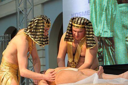 В египте голые прикажете