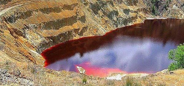 Ведьмина вода: разноцветные озера