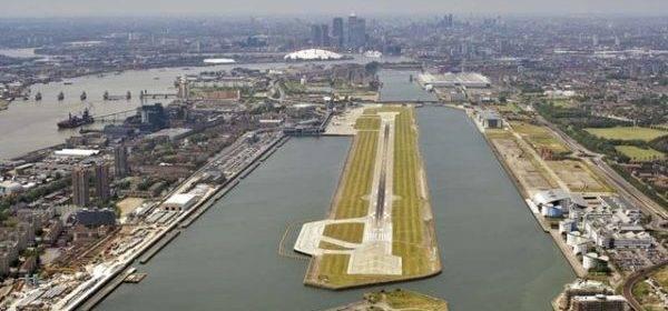 В лондонском аэропорту у швейцарского самолета взорвался двигатель