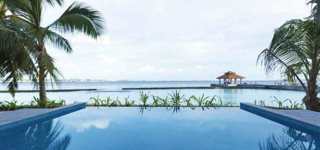 Обновленные бассейны в Kurumba Maldives