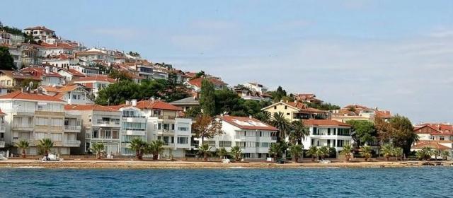 Остров Кыналыада недалеко от Стамбула, Турция