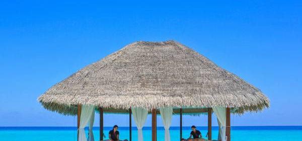Погружение в себя в Kuramathi Maldives.