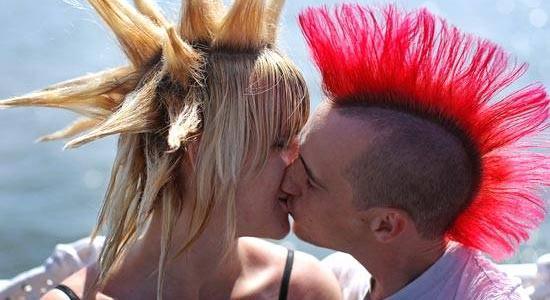 Рукопожатие, объятия и поцелуи – как вести себя в разных странах Европы