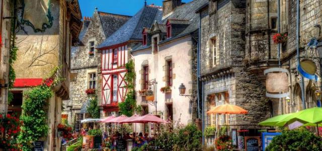 Девять самых красивых деревень Франции