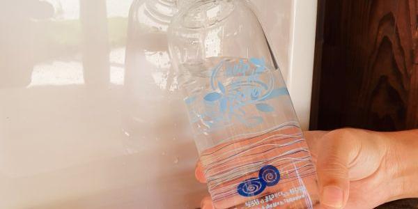 Kuramathi Maldives предлагает использование многоразовых стеклянных бутылок для воды