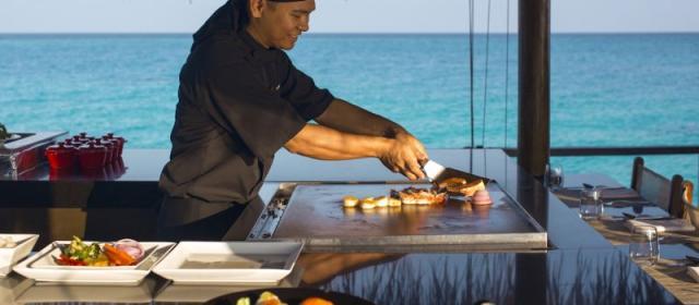 Ресторан Teppanyaki в Velassaru Maldives